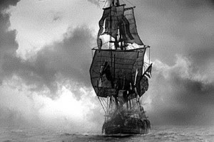 """Cette image en noir et blanc montre le plus fameux des vaisseaux fantômes qui est le Hollandais volant. Elle illustre le non moins fameux poème du Marginal Magnifique intitulé """"Horizons vides"""". Dans ce poème, Le Marginal Magnifique traite de deux thèmes qui lui osnt chers : la mort et le vide existentiel. Il explique qu'il n'a plus peur de la mort qu'il qualifie de salope, car il s'est habitué à son idée, a compris qu'elle faisait partie de la vie. Cependant la deuxième strophe mentionne la crainte toujours présente du vide existentiel, la sensation de se retrouver perdu sans but et sans attaches, comme un bateau fantome sur des mers infinies, ce qui nous ramène à l'image du Hollandais volant. Un poème court, mais riche de sens !!!"""