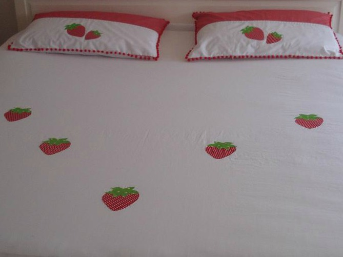 Strawberry Aplique On Bedsheet Set