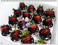 CHOCOLATE GANACHE CUPCAKES+ STRAWBERRY