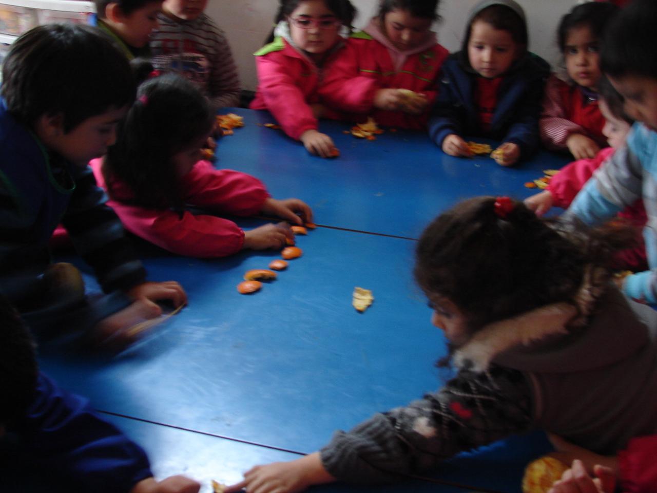 Jard n infantil un mundo de amor jugando con las for Aprendemos jugando jardin infantil