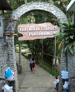 Objek Wisata Gua Maria Lourdes Puhsarang Kediri