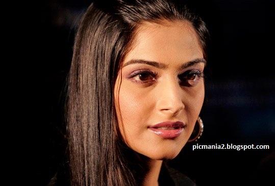 Sonam Kapoor hot aand sexy cleavage image gallery
