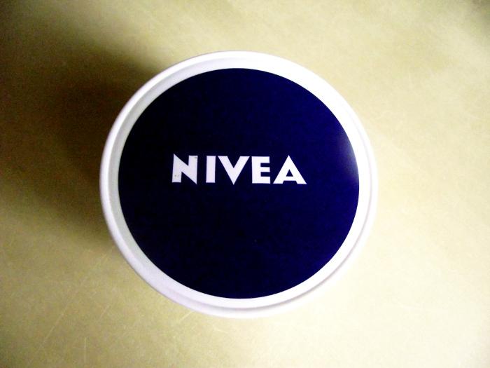 Lekki krem odżywczy- Nivea Care