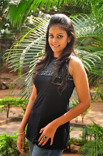 Chandini at kaalicharan premier show 009.jpg