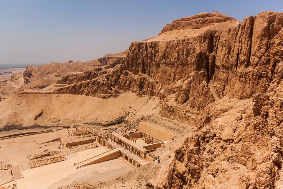 Hatsepszut fáraónő halotti temploma az ösvényről