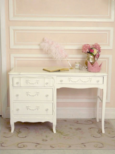 shabby chic a desk at which to write i heart shabby chic. Black Bedroom Furniture Sets. Home Design Ideas
