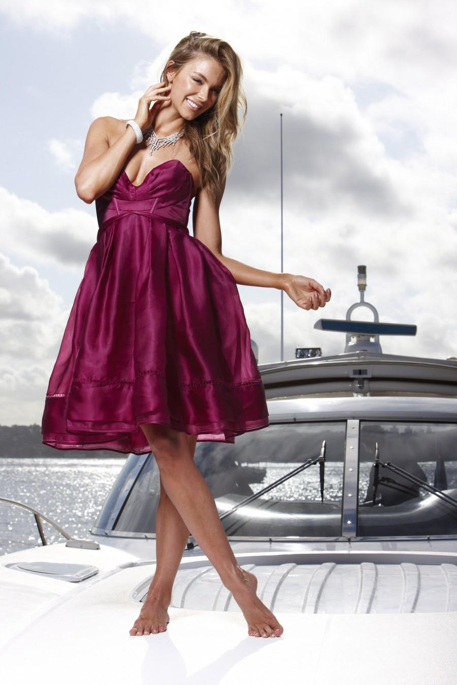 http://4.bp.blogspot.com/-G5DIbTrr32M/Tz-qbzSxBuI/AAAAAAAALFA/thPAZ7zsNq0/s1600/Jennifer+Hawkins+-+Sydney+Harbour+Photoshoot_06.jpg