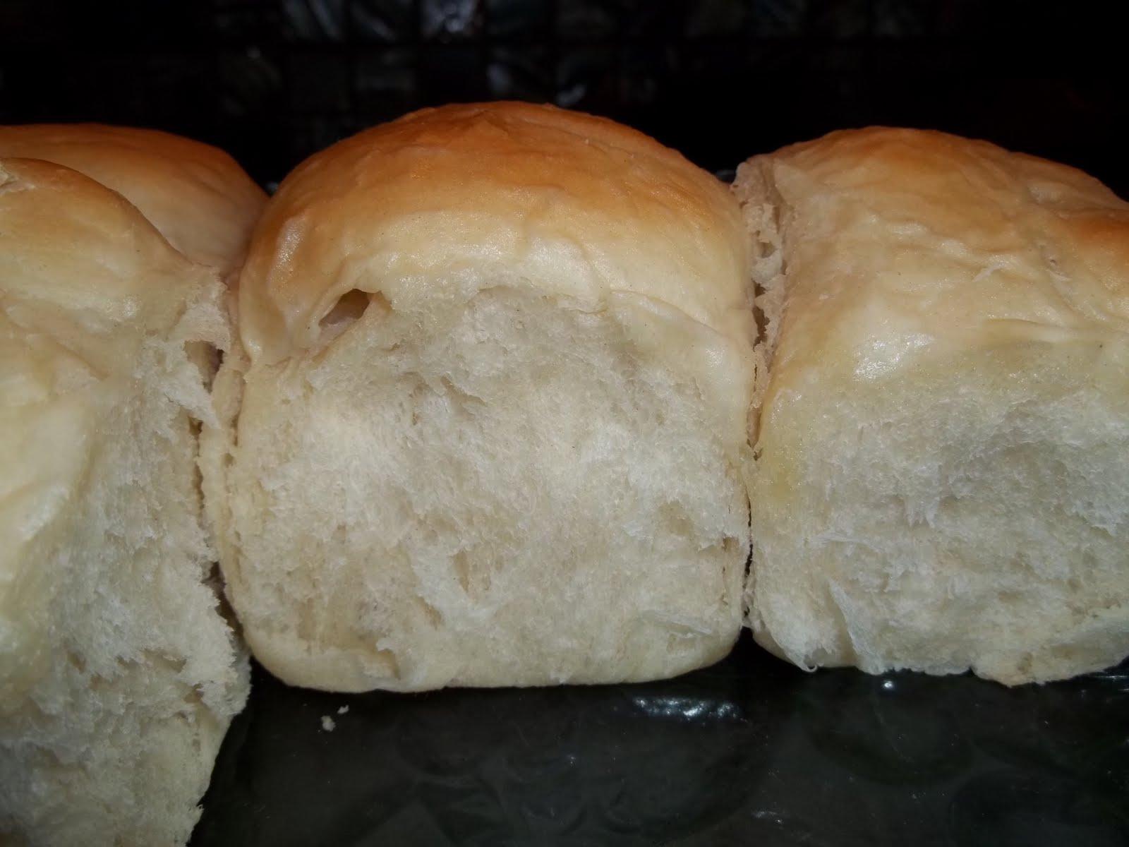 Kristi's Dishes: Using your leftover yeast rolls....Garlic ...