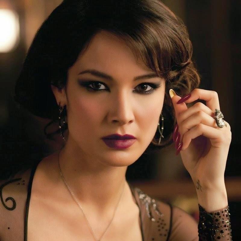 007 TRAVELERS: Bond girl: Sévérine