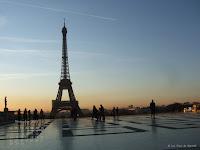 Fond d'écran novembre 2011 - Parvis du Trocadéro et tour Eiffel