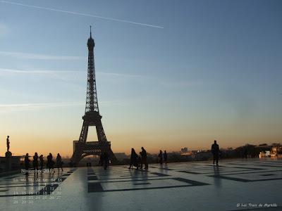Parvis du Trocadéro par un beau matin d'automne - Fond d'écran de novembre 2011, avec et sans calendrier