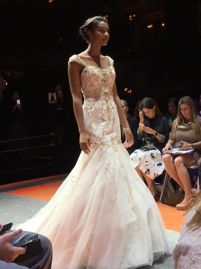 El mundo de fawn nueva colecci n de vestidos de novia for Coleccion cuchillos el mundo