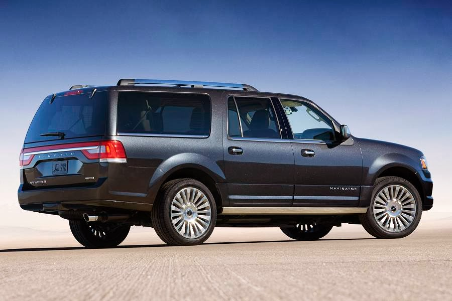 Lincoln Navigator L (2015) Rear Side