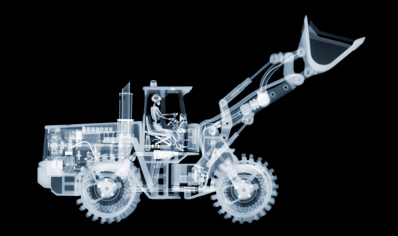 02-Bulldozer-Nick-Veasey-X-ray-Images-Mechanical-Musical-www-designstack-co