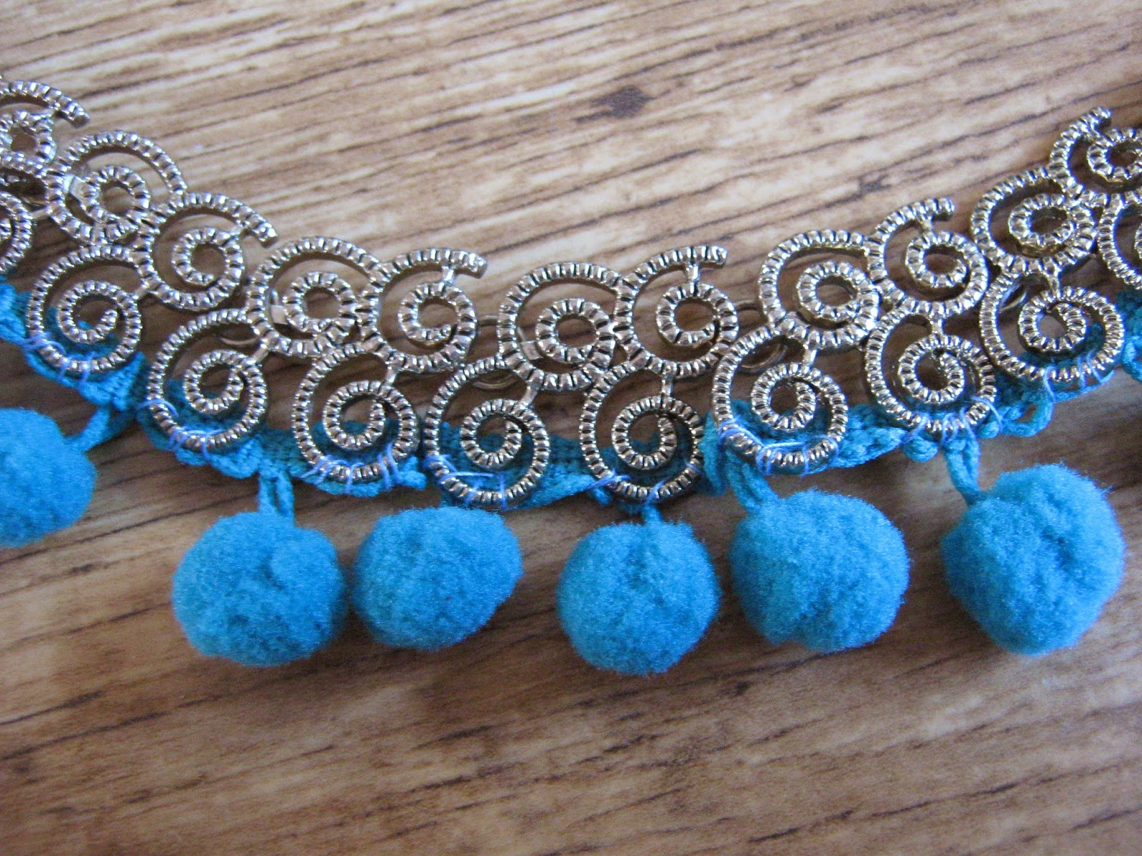 DIY Tutorial Pompom Necklace