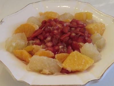 Salade d'agrumes, grenade, baies de gogi, à la cannelle et cardamome