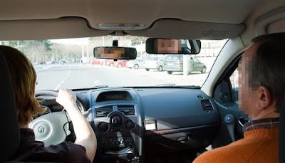 Foto de carro de escola de condução