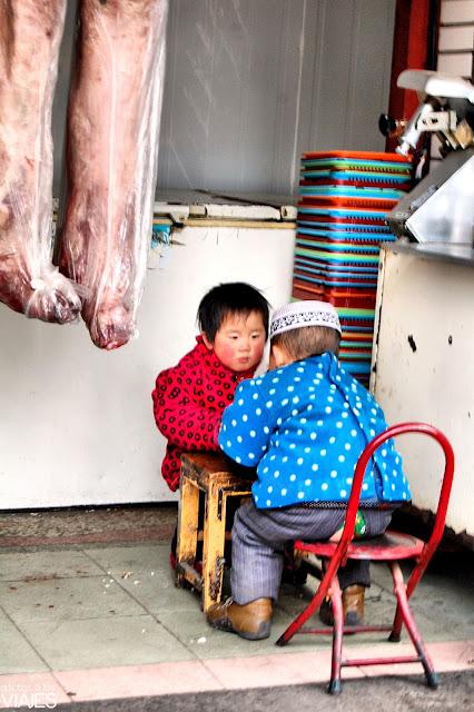 niños del barrio musulman de xian china