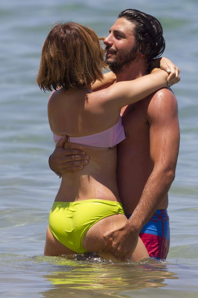Lucy Hale shows beach PDA with hunky boyfriend in Hawaii