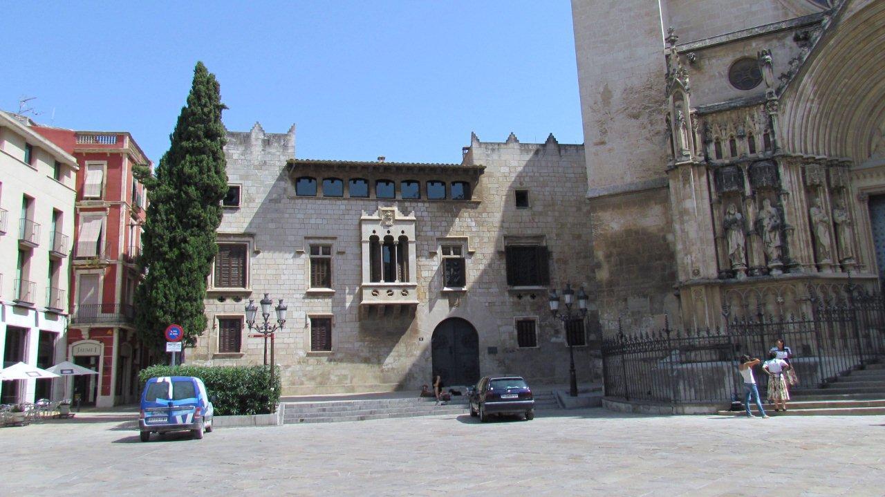 Con ixer catalunya el palau babau de vilafranca del pened s for Morato vilafranca