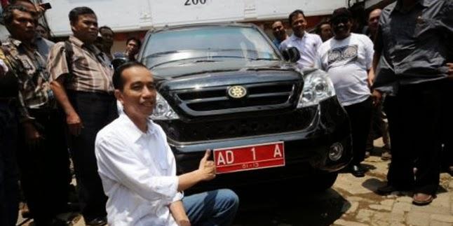 Jokowi Mendukung siswa SMK merakit sebuah mobil
