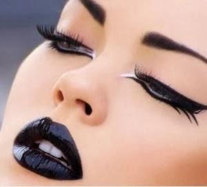 delinear los ojos para disfraz de angel negro