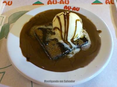 Au-Au Lanches: Brownie com Sorvete e Calda de Chocolate