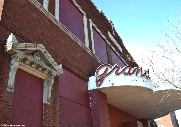 Flashback Summer: Alton, Illinois - urban decay - historical theater
