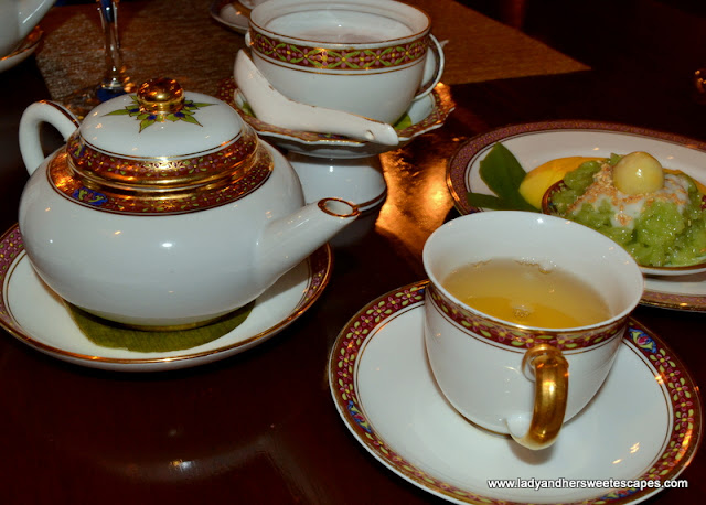 tea and desserts in Benjarong