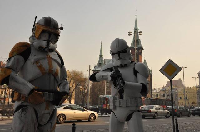 Imperialni zolnierze na ulicach Wroclawia