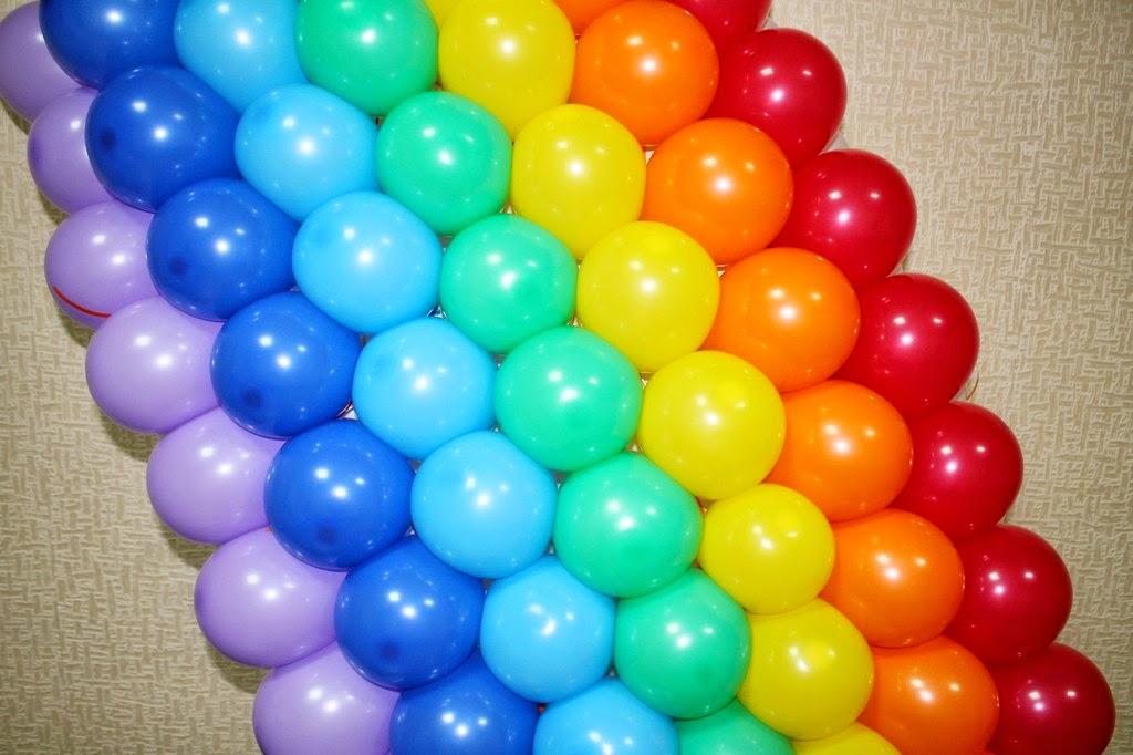 панно радуга из воздушных шариков