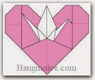 Bước 21: Hoàn thành cách xếp con hạc đậu trên trái tim bằng giấy theo phong cách origami.