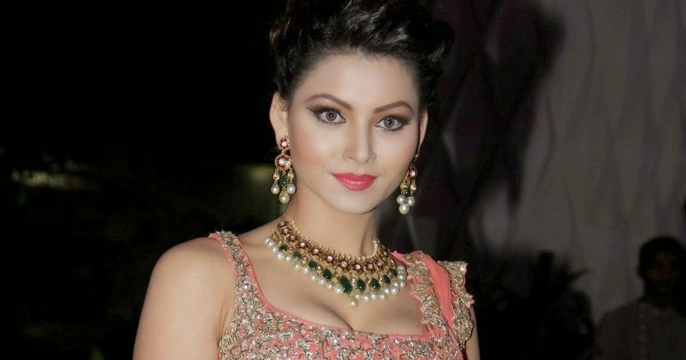 ALL4ALL: Urvashi Rautela Beautiful in Backless Stills From