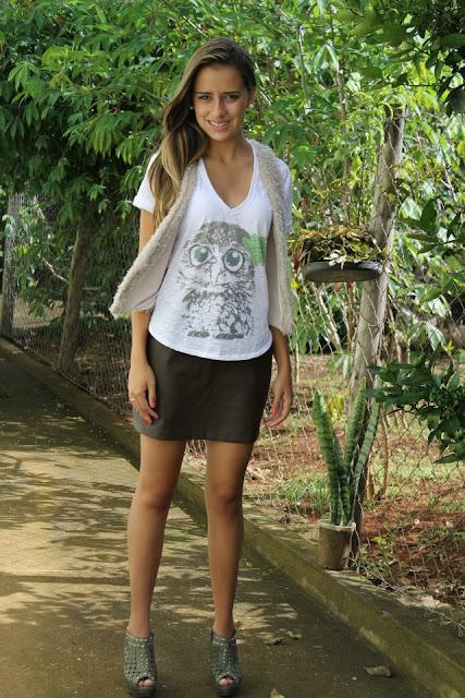 Estampa de coruja na camiseta feminina Pitanga Real