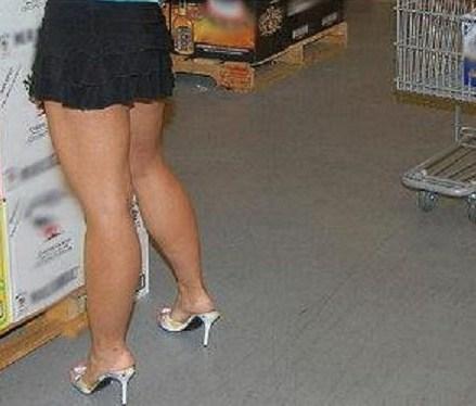 fotos de mujeres de cafe con piernas: