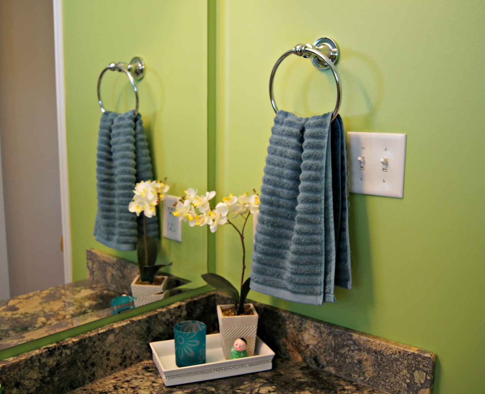 Decorative towels bathroom