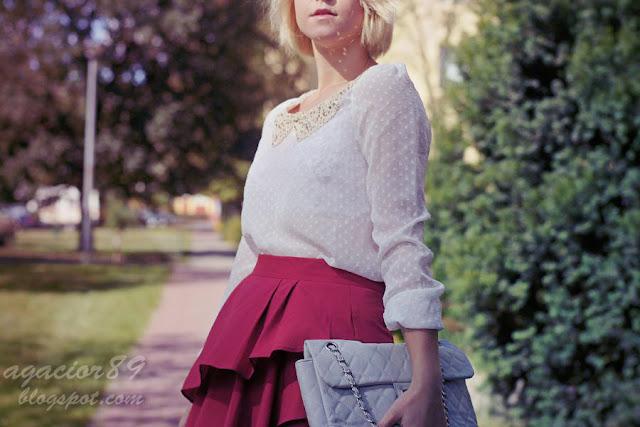 czerwona spódnica z baskinką