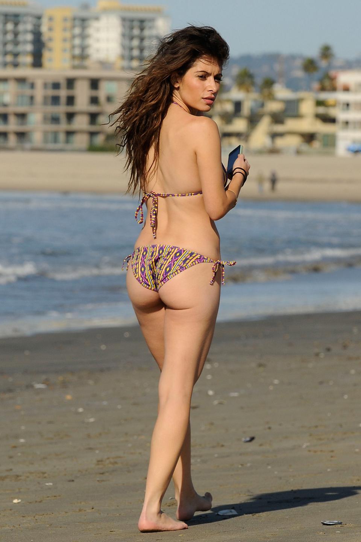 http://4.bp.blogspot.com/-G809vyzYPoo/TuYBL1uwwcI/AAAAAAAAG1w/BcJek8bl1t8/s1600/Sarah-Shahi-Bikini-on-beach-in-Santa-Monica+%2812%29.jpg