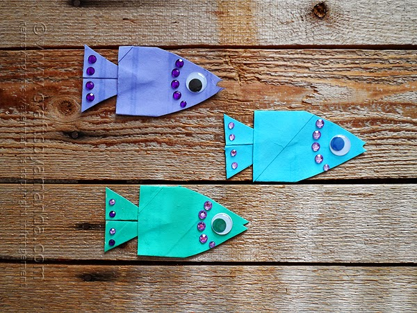 http://craftsbyamanda.com/2014/04/school-of-cardboard-tube-fish.html