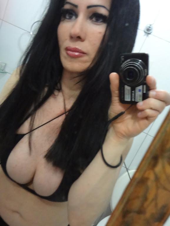 Eu Gabriella Carvalho, tirando fotos amadoras de Frente Para o Espelho.