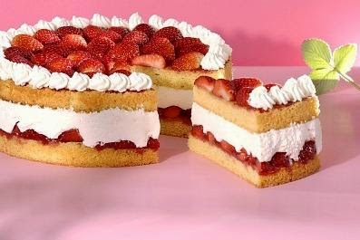 Torta de fresa casera y facil tortas faciles y caseras for Tortas decoradas faciles