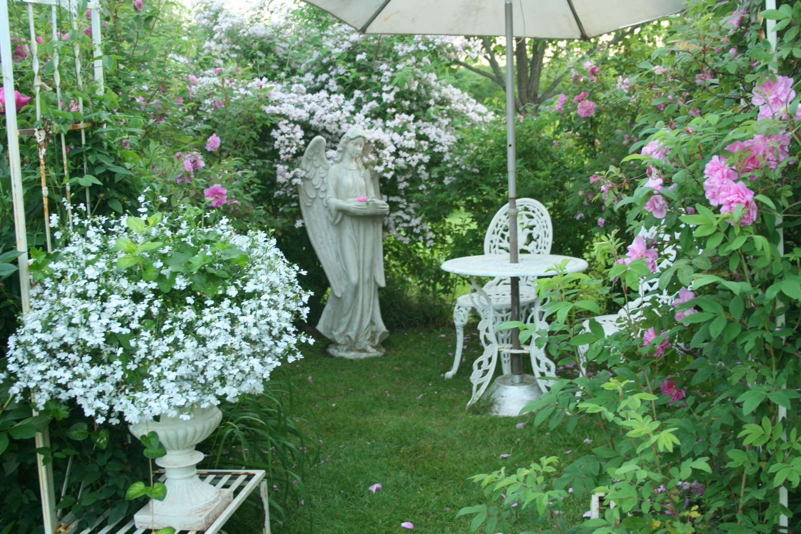 Romantic Rose Garden Real Estate House And Home