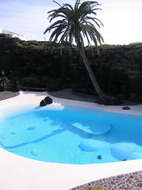 Hackney Chateau Rocking Pool