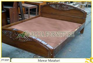 Tempat tidur ukiran kayu jati Mawar Matahari