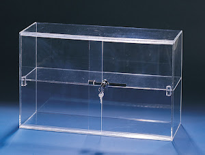 Acrylik showcase lockable