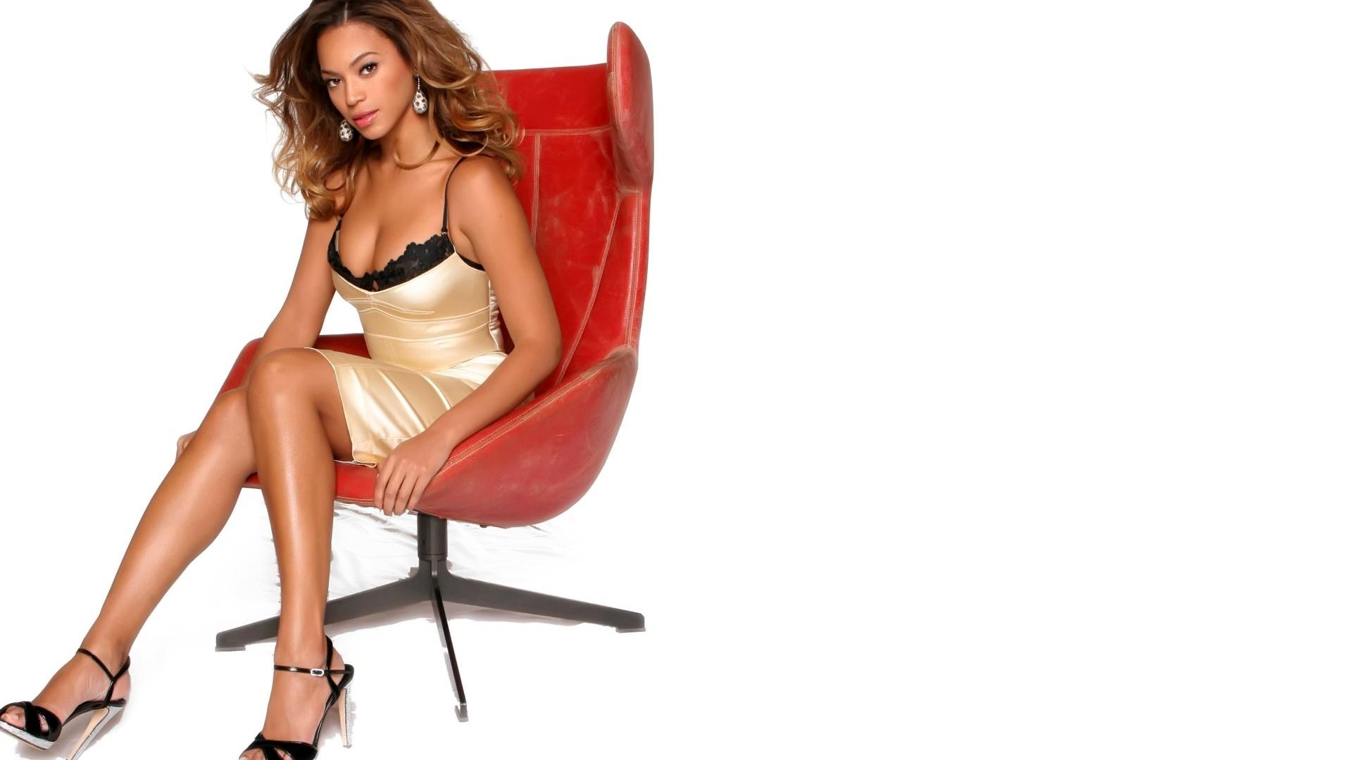http://4.bp.blogspot.com/-G8SdYiZz67g/UDuR0CNixpI/AAAAAAAAEIQ/_U3o35jjAXs/s1920/Beyonce_Knowles_red_white1080.jpg