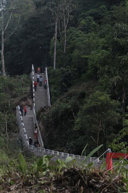 The Great Wall of Koto Gadang yang selalu ramai setiap hari libur
