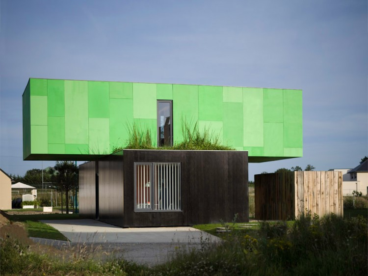 Shipping container homes crossbox by cg architects pont for Maison container france