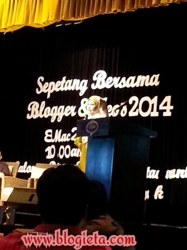 PENGALAMAN, Pengalaman Blogger,  Pengalaman Blogging, SBB2014, SBBYEOS2014, Sepetang Bersama Blogger 2014, Kisah  Bisnes Kad, bisnes kad, MH370, MH370 Hilang, Jom Doa Buat MH370, Selalu hantar soalan kat Denaihati, selalu komen, Silent Reader, silent reader blog, blogger, blogger silent reader, tag nama, menuntut ilmu, berselfie, Ephyra, whatssapp, MH370 hilang, kambing bakar, cendol, tak perasan ada tag kat tudung, risau sebab esoknya final exam, Sendayu Tinggi, duta produk Ephyra, Norman Hakim, Memey, http://www.blogieta.com/2014/03/sepetang-bersama-bloggers-dan-yeos-2014.html
