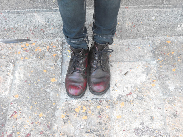 chunky boots burgundy botas vino jeans